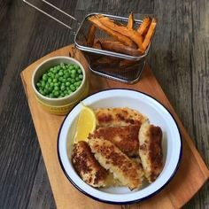 Hold tight for these homemade fish fingers with sweet potato chips 🐟 This is an…