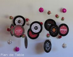 Plan de table disco rock rose et noir seating chart blanc for Deco table rose et noir