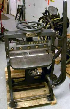 1889 Challenge Machinery Co. Paper cutter