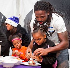 Ravens players spread Christmas cheer to homeless families in Baltimore County