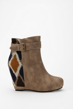 i need these. asap. 80%20 Tessa Wedge Boot $99 #UrbanOutfitters