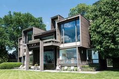 STATS 5 BEDROOMS 3.5 BATHROOMS 4,500 SQ. FT. $1.8 MILLIONPedigree: A striking assemblage of rectilinear volumes, this 1970 modernist gem in a historic Detroit suburb on scenic Lake St. Clair was crafted by architect Paul Rudolph for a pair of intrepid aesthetes and their five children. Horizontal redwood planks clad the exterior and also appear as accents throughout the otherwise largely white interiors. The idiosyncratic configuration yields a series of inviting rooms, including several ...