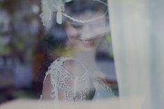 Clá + Prê | Custom made wedding dress and hair piece from A MODISTA Atelier |  Photos Lamourgraphy | This wedding featured in the cool brazilian blog Noiva de Botas:  http://www.anoivadebotas.com.br/cla-pre-casamento-matinal-na-fazenda/