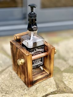 Diy Soap Dispenser Bottle, Jack Daniels Soap Dispenser, Whiskey Dispenser, Alcohol Dispenser, Diy Bottle, Bottle Art, Jack Daniels Decor, Jack Daniels Bottle, Jack Daniels Wedding