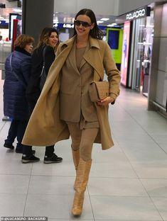 Irina Shayk Airport Style in a Narrow Cream Yellow Mid Calf Cowboy Boots Arriving At the Milan, Autumn Winter Bradley Cooper, Irina Sheyk, Irina Shayk Style, Camel Coat Outfit, Cream Tees, Model Street Style, Oversized Coat, Double Breasted Coat