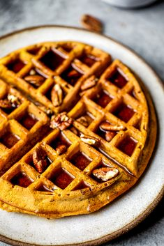 Freezer friendly healthy pumpkin waffles with cozy spices + a touch of maple syrup. These fluffy waffles will be your go-to fall breakfast. Fluffy Waffles, Pancakes And Waffles, Breakfast Waffles, Bacon Waffles, Healthy Breakfast Recipes, Brunch Recipes, Healthy Recipes, Fall Breakfast, Pumpkin Breakfast