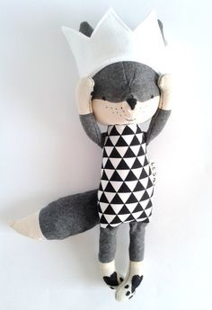 THEO the fox. made-to-order. fox with a crown. wool fox. by LESNE