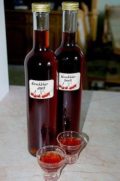 Cherry liqueur, a nice recipe from the category liqueur. Drinks Alcohol Recipes, Non Alcoholic Drinks, Yummy Drinks, Party Drinks, Cocktail Drinks, Vodka Cocktails, Cocktail Recipes, Smoothie Popsicles, Fruit Smoothies