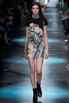 Roberto Cavalli Fall 2015 Ready-to-Wear Collection Photos - Vogue Paris Fashion, Runway Fashion, Fashion Show, Womens Fashion, Fashion Trends, Fashion Art, Roberto Cavalli, Vogue, Spring Couture