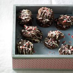 Triple Chocolate Candy Cane Cookies Recipe -This dazzling cookie showcases one of my family's favorite flavors, peppermint. It's always one of the first to disappear from the cookie tray. Chocolate Bonbon, Melting White Chocolate, Mint Chocolate, Chocolate Cookies, Chocolate Desserts, Mexican Chocolate, Baking Chocolate, Candy Cane Cookies, Spice Cookies
