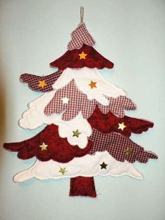 No pattern but easy enough to figure out. by lidia Christmas Tree Advent Calendar, Christmas Tree Quilt, Christmas Applique, Beaded Christmas Decorations, Fabric Christmas Ornaments, Quilted Ornaments, Simple Christmas, Handmade Christmas, Christmas Diy
