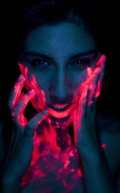 Neon paint in black light to effect face and feel like club Neon Painting, Light Painting, Painting Art, Neon Photography, Portrait Photography, Uv Makeup, Light Shoot, Foto Portrait, Neon Glow