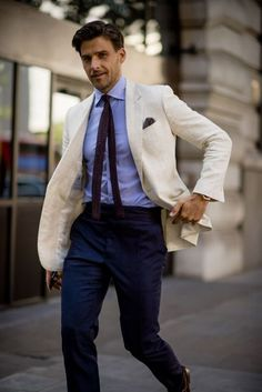 If you are in the market for brand new men's fashion suits, there are a lot of things that you will want to keep in mind to choose the right suits for yourself. Below, we will be going over some of the key tips for buying the best men's fashion suits. Modern Mens Fashion, Best Mens Fashion, Mens Fashion Suits, Men's Fashion, Fashion Blogs, Latex Fashion, Fashion 2018, Gothic Fashion, Fashion Trends