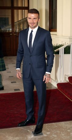 Why David Beckham's Latest Suit Teaches A Timeless Style Lesson is part of Mens fashion wedding guest - Classic scores again David Beckham Suit, David Beckham Style, David Beckham Fashion, Blue Suit Men, Dark Blue Suit, Black Suits, Mode Costume, Designer Suits For Men, Herren Outfit