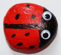 CUTE summer craft. Ladybug rock. Kids will have fun painting and gluing as well as hunting for the rocks!