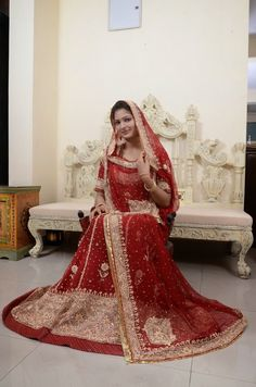 Fashion and Beauty Tips for Men's or women's – Megha shop Dulhan Dress, Rajasthani Dress, Rajputi Dress, Silk Saree Blouse Designs, Royal Dresses, Fashion And Beauty Tips, Indian Wedding Outfits, Bridal Lehenga, Jewelries