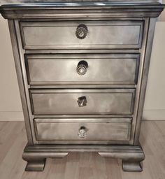 Ridiculously Awesome Shabby Chic Furniture Makeover Using Krylon Looking Glass Paint