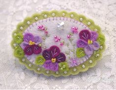 Pansy felt pansies pin / brooch par GlosterQueen sur Etsy
