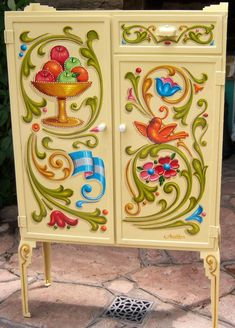 Hand Painted Furniture, Art Furniture, Furniture Makeover, Tole Painting, Painting On Wood, Sword Drawing, Arte Popular, Folk Art, Art Decor