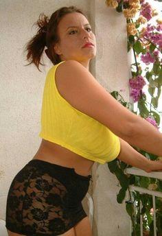 Aneta Buena - short yellow top - on balcony