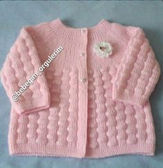 Free Knitting Pattern Baby Cardigan with Cables Baby Knitting Patterns, Baby Cardigan Knitting Pattern, Crochet Baby Cardigan, Crochet Baby Booties, Knitting For Kids, Baby Patterns, Free Knitting, Knitted Baby Clothes, Knitted Baby Blankets