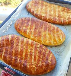 Sivas Katmeri Tarifi Naan, Trinidad Recipes, Hot Dog Buns, Brunch, Food And Drink, Bread, Pizza, Crochet, Amigurumi