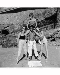 Gordon Parks with Models Beach Fashions giu 1951 © Gordon Parks