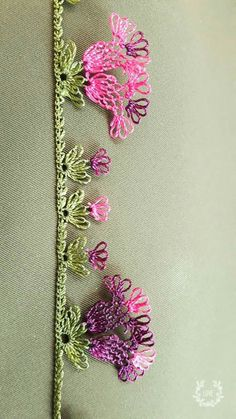 This Pin was discovered by Özn Crochet Unique, Lace Making, Floral Tie, Hair Pins, Hand Embroidery, Tatting, Diy And Crafts, Beautiful, How To Make