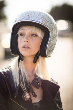 Have a good day! Look at this beautiful biker girl ;)Personaliza tu moto, no seas uno más, se diferente | caferacerpasion.com