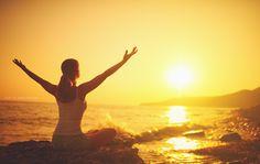 Yoga für Anfänger Übungen zum Entspannen und Relaxen. Du bekommst die Erklärung, YouTube Videos zum Start, um als neuer Yogi oder Yogini zu entspannen...
