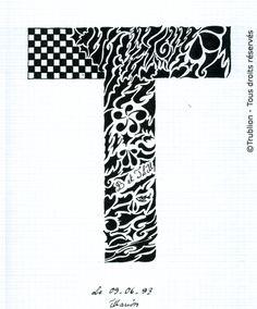 Trublion's Work : Grande lettre majuscule T, Lettrine dessinée à la plume en encre de chine. Alphabet. réalisation au trait sur feuille d'écolier format A4 dessin