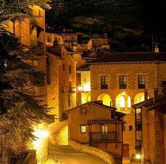 Este es el pueblo más bonito de España, te dejará sin palabras | LikeMag | We Like You Villas, Places In Spain, Canary Islands, Tenerife, Real Madrid, Spanish, Places To Visit, To Go, Mansions