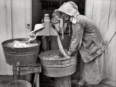 "the Wringer -May Irwinville Farms, Georgia. Coleman doing a washing."" Slow but steady progress in the science of mechanized laundry Vintage Pictures, Old Pictures, Old Photos, Shorpy Historical Photos, Historical Pictures, Dust Bowl, Vintage Laundry, Photo Archive, The Good Old Days"