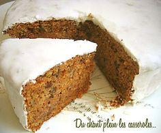 Le plus fondant des carrot cakes, sous un glaçage tout blanc du Blog Du chant plein les casseroles.