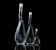 U'Luvka Vodka on Packaging of the World - Creative Package Design Gallery Water Packaging, Glass Packaging, Beverage Packaging, Design Packaging, Coffee Packaging, Food Packaging, Label Design, Design Design, Graphic Design