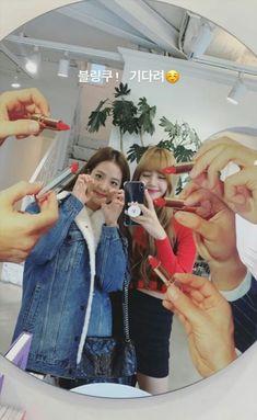 Check out Blackpink @ Iomoio South Korean Girls, Korean Girl Groups, Blackpink Youtube, Thailand Princess, Butt Goals, Rapper, Blackpink Photos, Young Actresses, Blackpink Jisoo