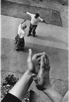 Thomas Dworzak - Just dance! Let ́s Dance, Shall We Dance, Just Dance, Dance Music, Ernst Hemingway, Street Photography, Art Photography, Amazing Photography, Walker Evans