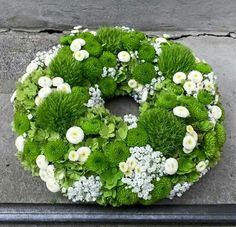 Green - white more Best Picture For funeral ropa For Your Taste You are looking for something, and it is going to tell you exactly what you are looking for, and you didn't find that picture. Funeral Flower Arrangements, Funeral Flowers, Wedding Flowers, Deco Floral, Arte Floral, Hand Flowers, Bouquet Flowers, Funeral Gifts, Succulent Wreath