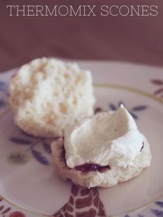 Looking for the perfect afternoon snack treat? These scones can be easily made in the Thermomix, are super delicious and fluffy! Thermomix Scones, Thermomix Bread, Thermomix Desserts, Wrap Recipes, Sweet Recipes, Bellini Recipe, Biscuits, Macaron, Yummy Treats