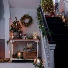Best Christmas Decorations And Quotes Help You Enjoy Every Minute of the Holiday - Merry Little Christmas, Cozy Christmas, All Things Christmas, Magical Christmas, Beautiful Christmas, Navidad Natural, Christmas Stairs Decorations, Christmas Interiors, Navidad Diy