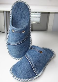 Jean Crafts, Denim Crafts, Sewing Clothes, Diy Clothes, Sewing Slippers, Denim Tote Bags, Crochet Sandals, Denim Ideas, Recycled Denim