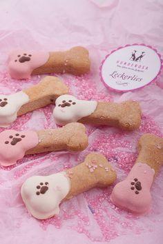 Erdnussbutter-Leckerlis für Hunde mit Erdnussmus ohne Zucker, In Amerika sehr beliebt Erdnussbutter Dog Treats. Mit einem Hundefrosting