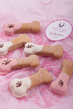 Erdnussbutter-Leckerlis DIY für Hunde http://hunderosa.de/blog/erdnussbutter-leckerlis/