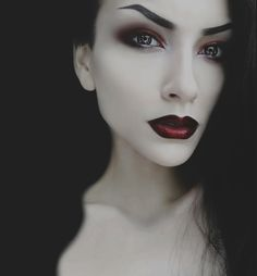 Top Gothic Fashion Tips To Keep You In Style. As trends change, and you age, be willing to alter your style so that you can always look your best. Consistently using good gothic fashion sense can help Makeup Gothic, Goth Makeup, Sexy Makeup, Dark Makeup, Makeup Inspo, Makeup Inspiration, Beauty Makeup, Makeup Looks, Makeup Style