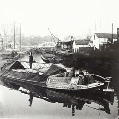 "Caption: ""Wide boat 'Golden Spray' on the canal at Brentford"""