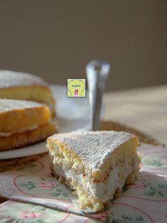 TORTA SEMPLICE FARCITA CON CONFETTURA E PANNA: ricetta facile per una torta estremamente soffice, genuina e deliziosa!