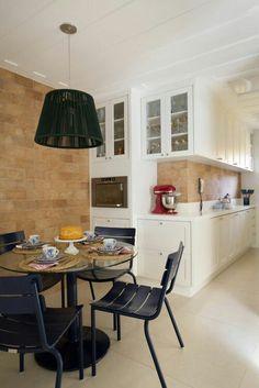 Dinner Room, Breakfast Nook, Brick Wall, The Hamptons, Kitchen Decor, Sweet Home, Interior Design, Table, Furniture
