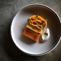 Pumpkin tofu, caramelized pumpkin, pickled pumpkin, Sunflower seed purée, pumpkins rock to be poured tableside. ・・・ Stunning dish by… Gourmet Recipes, Dessert Recipes, Cooking Recipes, Bistro Food, Taiwanese Cuisine, Taiwan Food, Star Food, Pumpkin Dessert, Molecular Gastronomy