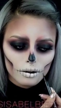To do Halloween make-up tutorial – easy and simple. Observe for extra concepts, Halloween make-up concepts Creepy Halloween Makeup, Halloween Looks, Easy Halloween, Scary Makeup, Halloween 2018, Disney Halloween, Halloween Tutorial, White Contacts Halloween, Kids Halloween Face Paint