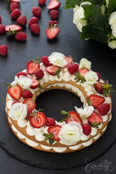 Either known as Cream Tart, Number Cake or Alphabet Cake this dessert is simply impressive. Very easy to prepare and looks quite astonishing. Cookie layers f. Tart Recipes, Dessert Recipes, Alphabet Cake, Buttery Cookies, Number Cakes, Beautiful Cakes, Cupcake Cakes, Sweet Treats, Sweets